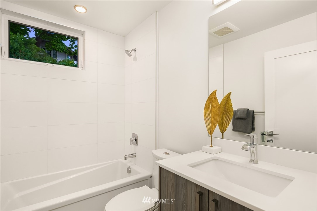Sold Property   2366 Franklin Avenue E #A Seattle, WA 98102 16