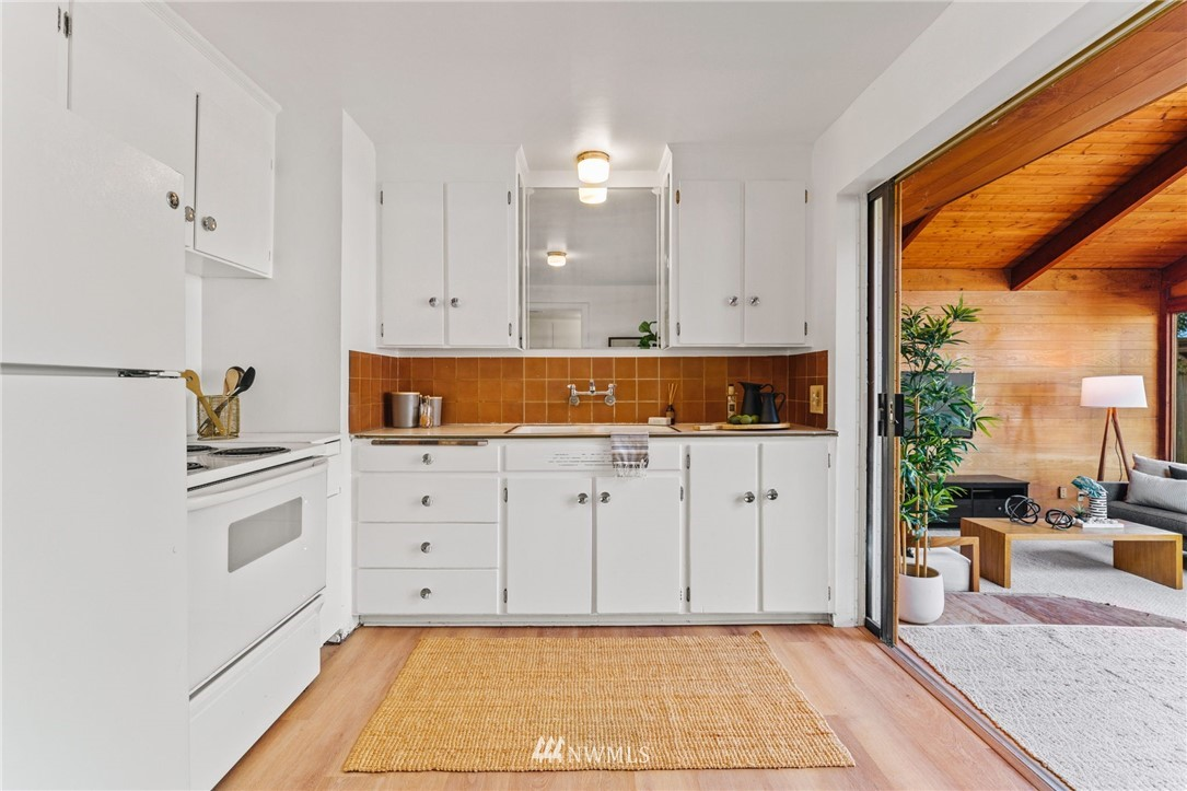 Sold Property | 8430 12th Ave SW Seattle, WA 98106 7