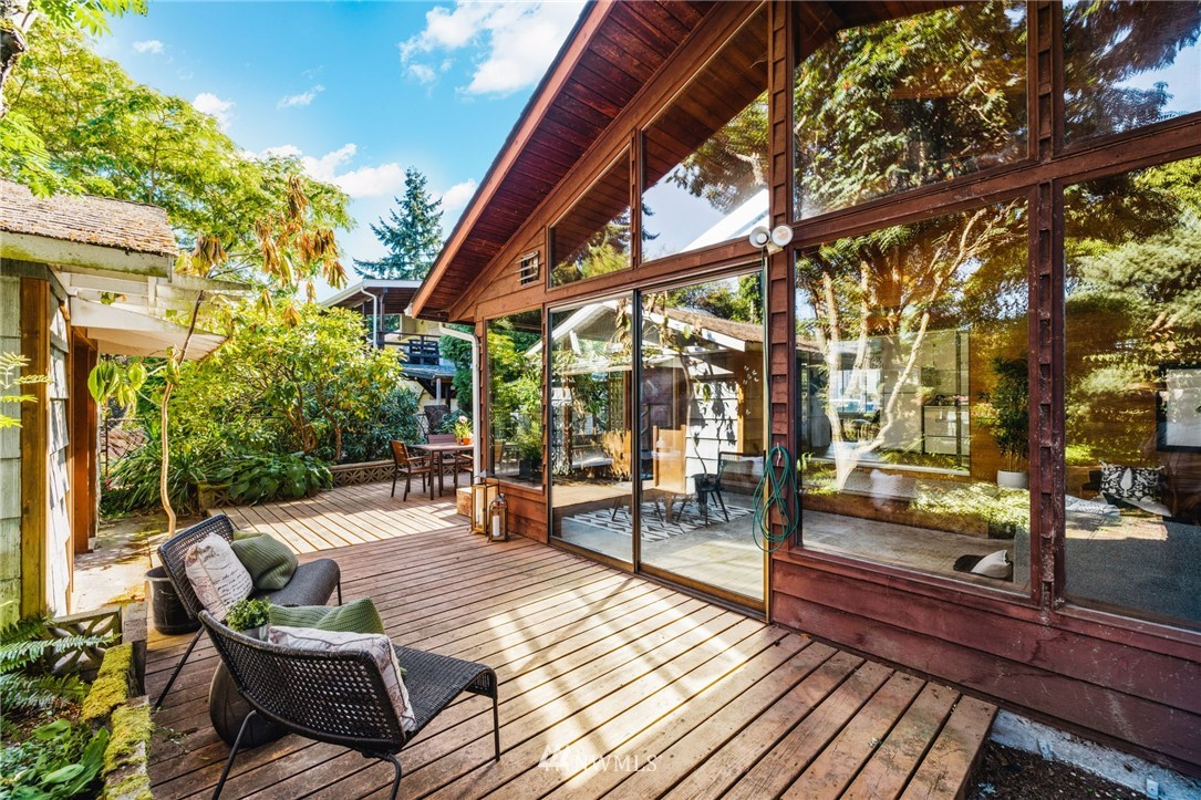 Sold Property | 8430 12th Ave SW Seattle, WA 98106 18