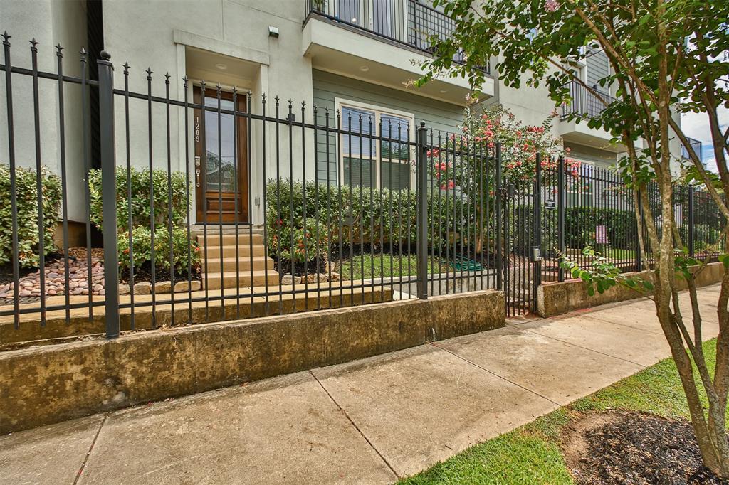 Off Market | 1209 Wrightwood Street Houston, Texas 77009 13