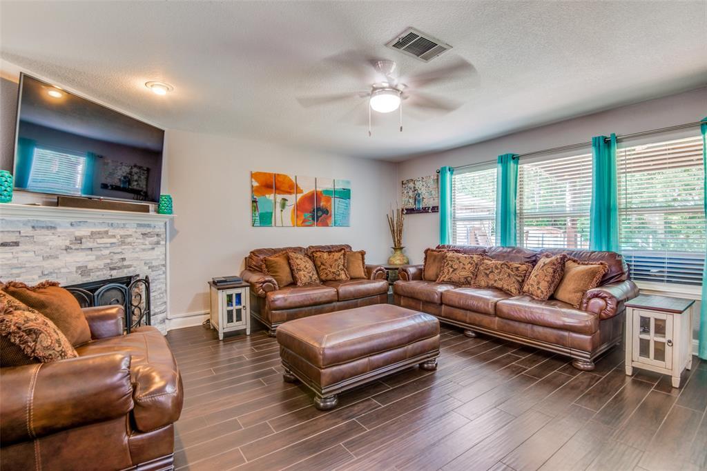 Sold Property | 1317 Cardinal Way Aubrey, Texas 76227 3