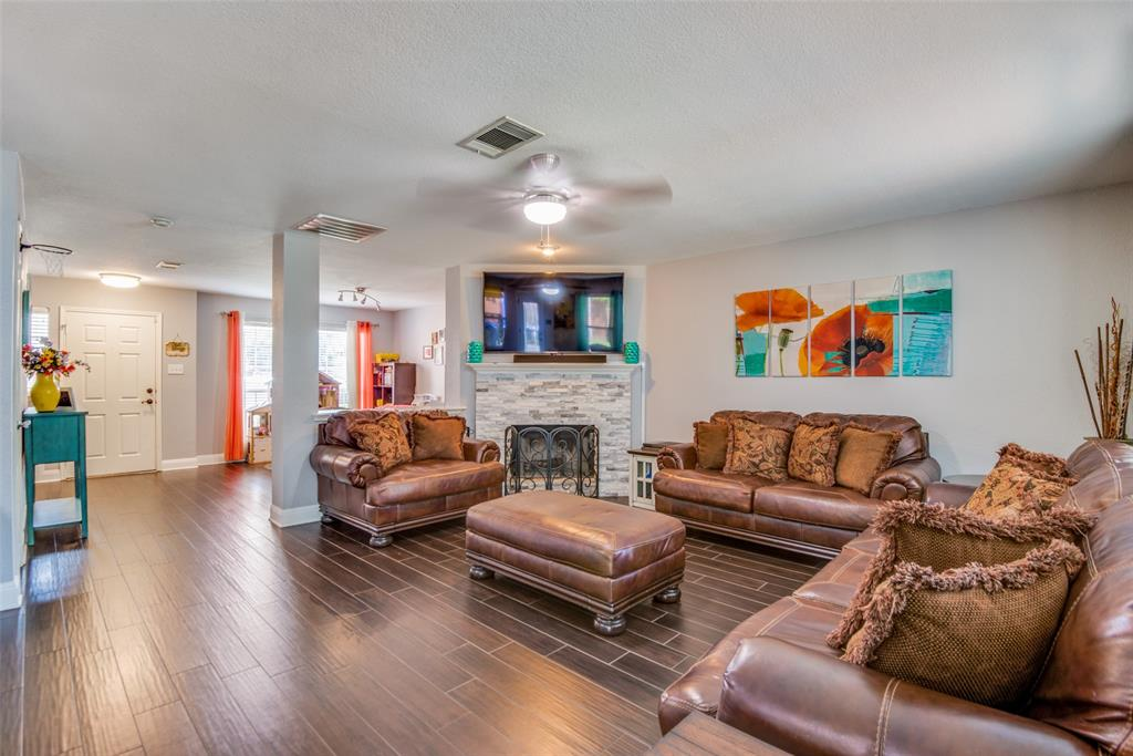 Sold Property | 1317 Cardinal Way Aubrey, Texas 76227 4