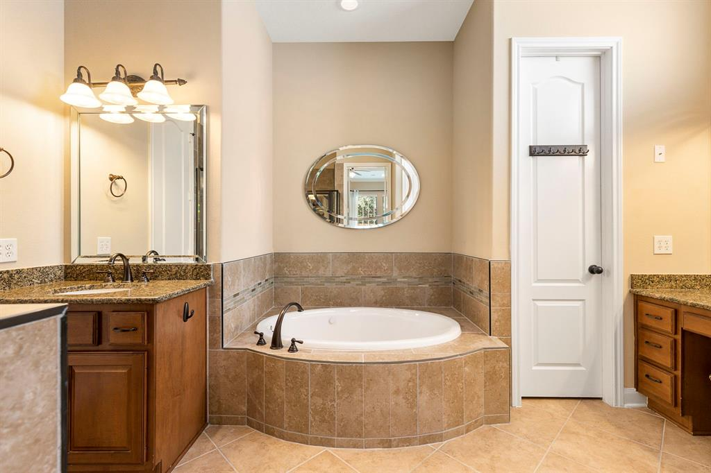 Active   95 S Knights Crossing Drive The Woodlands, Texas 77382 16