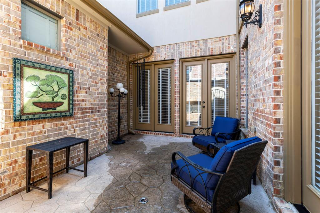 Active   95 S Knights Crossing Drive The Woodlands, Texas 77382 29
