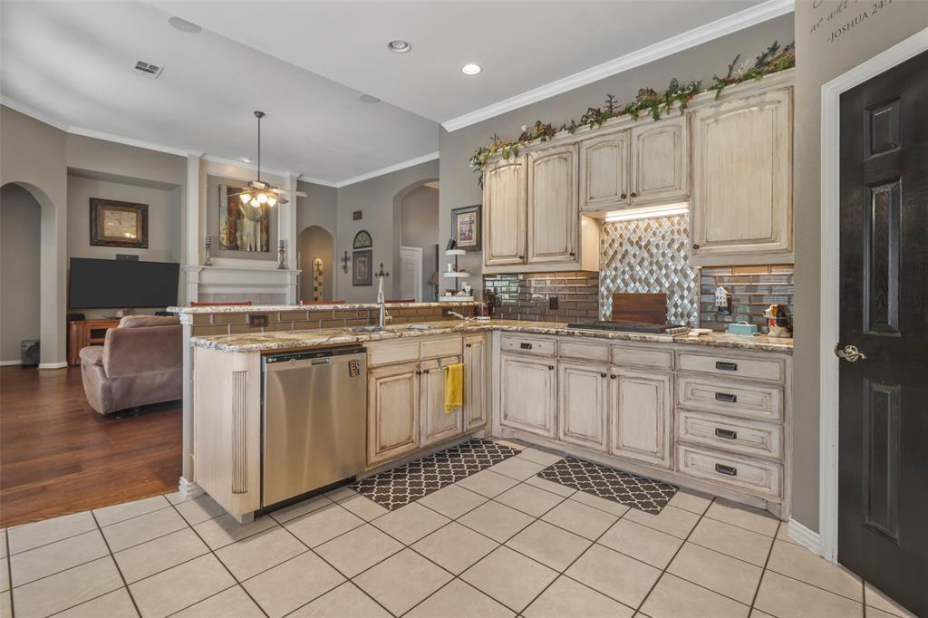 Pending | 118 Indian Paint Drive Justin, Texas 76247 20