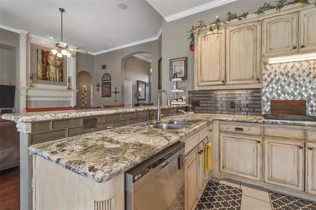 Pending | 118 Indian Paint Drive Justin, Texas 76247 21