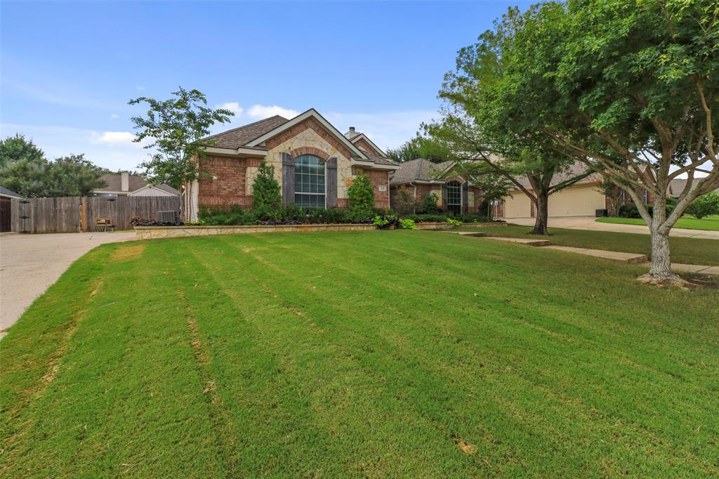 Pending | 118 Indian Paint Drive Justin, Texas 76247 3