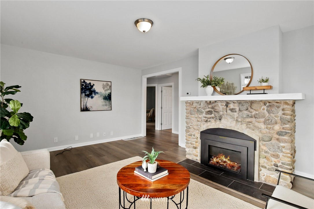 Sold Property | 9315 48th Avenue S Seattle, WA 98118 6