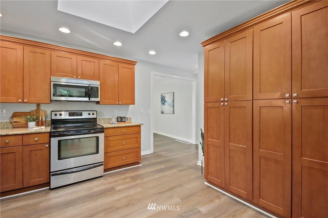 Sold Property | 9315 48th Avenue S Seattle, WA 98118 8