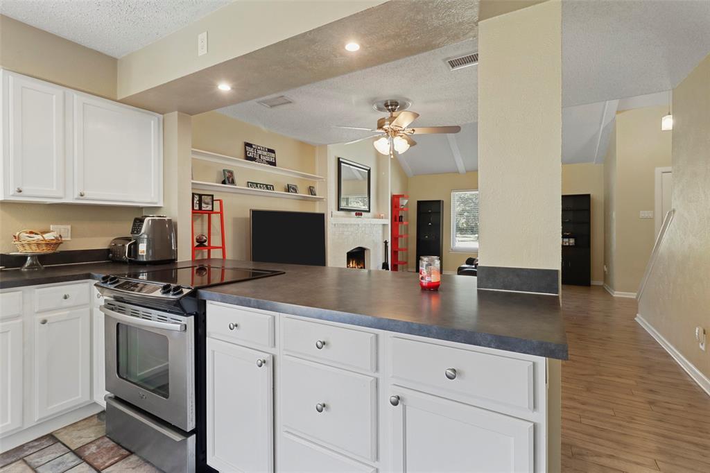 Pending | 313 W Ash Lane Euless, Texas 76039 12
