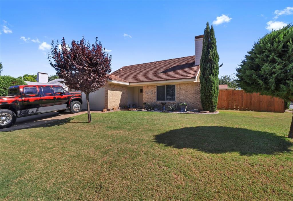 Pending | 313 W Ash Lane Euless, Texas 76039 1