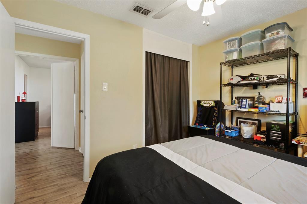 Pending | 313 W Ash Lane Euless, Texas 76039 25