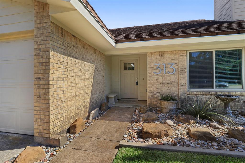 Pending | 313 W Ash Lane Euless, Texas 76039 2