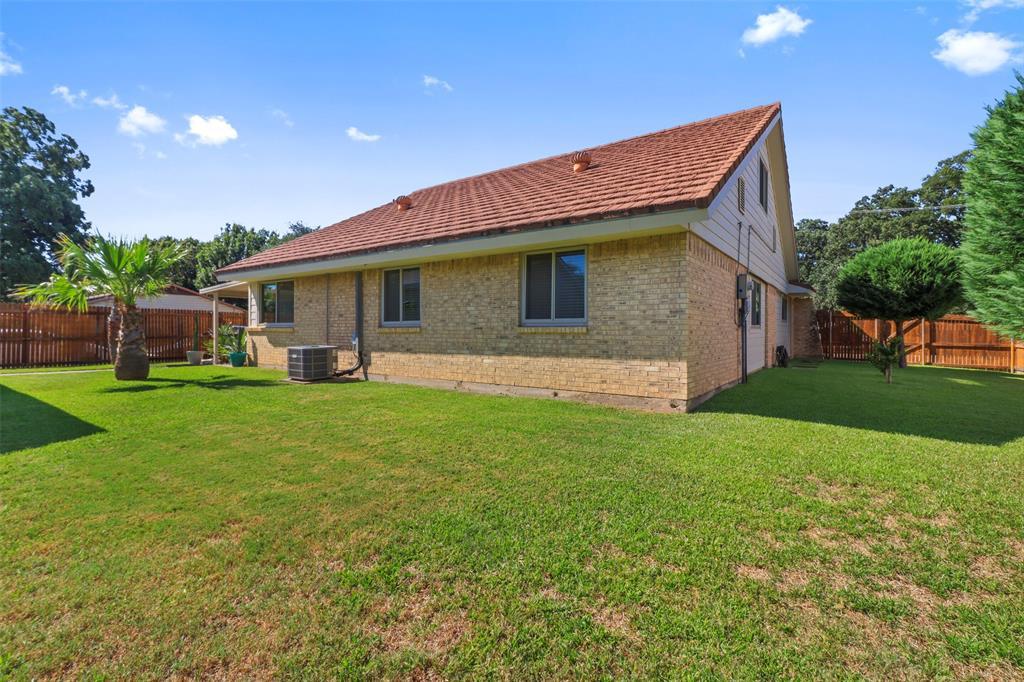 Pending | 313 W Ash Lane Euless, Texas 76039 32