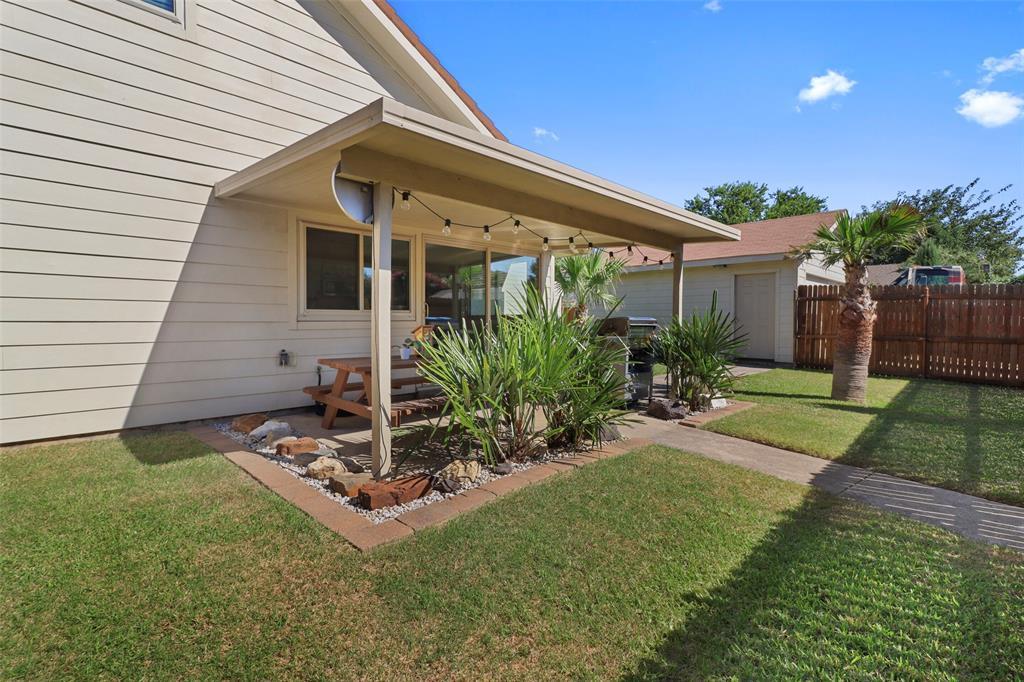 Pending | 313 W Ash Lane Euless, Texas 76039 34