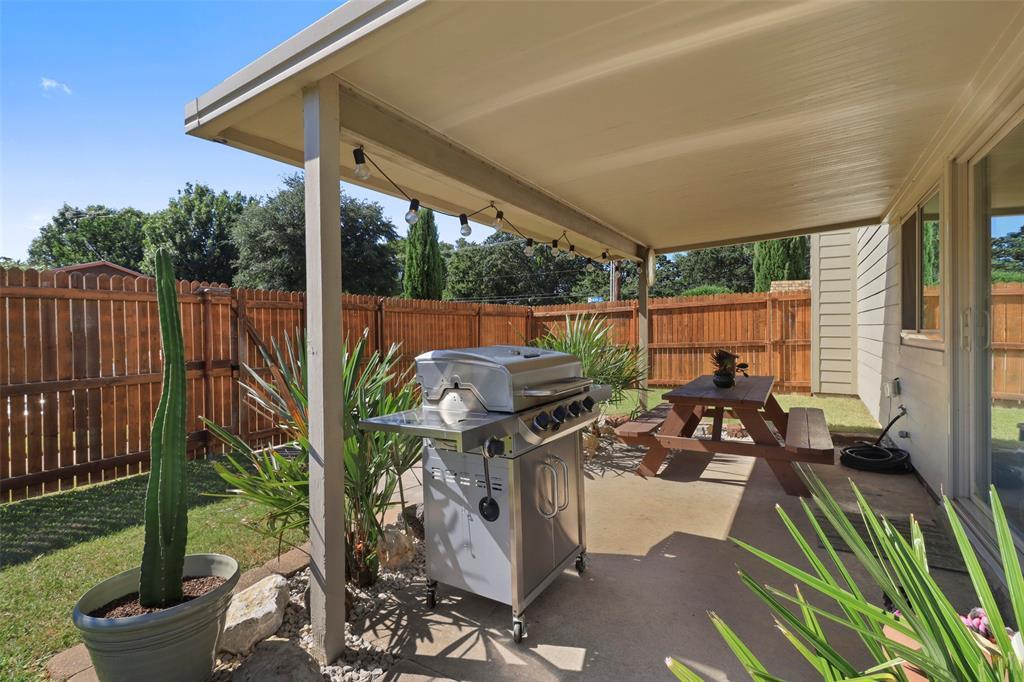 Pending | 313 W Ash Lane Euless, Texas 76039 35