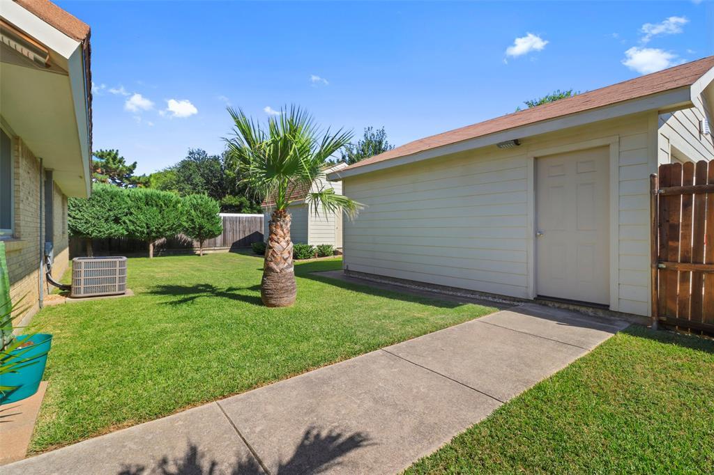 Pending | 313 W Ash Lane Euless, Texas 76039 38