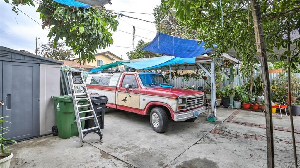 Active   1563 E 33rd Los Angeles, CA 90011 8