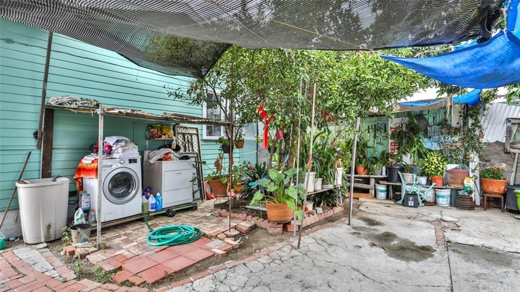 Active   1563 E 33rd Los Angeles, CA 90011 6