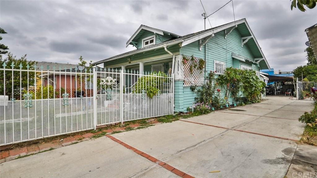 Active   1563 E 33rd Los Angeles, CA 90011 2