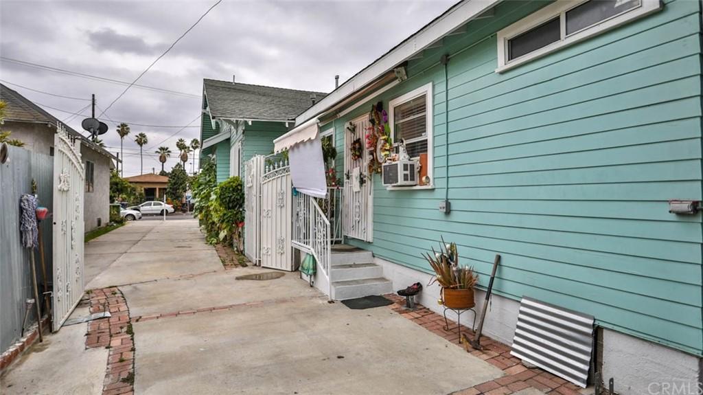 Active   1563 E 33rd Los Angeles, CA 90011 4