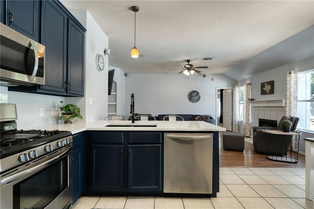 Closed   715 Spring Hollow Drive Leander, TX 78641 11