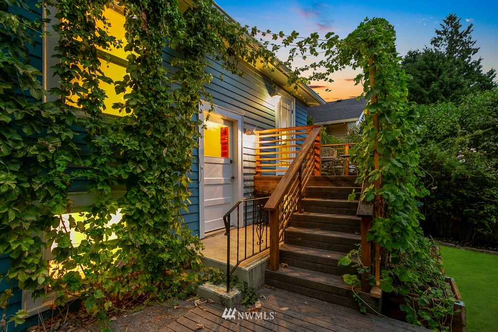 Sold Property | 819 NE 58th Street Seattle, WA 98105 3