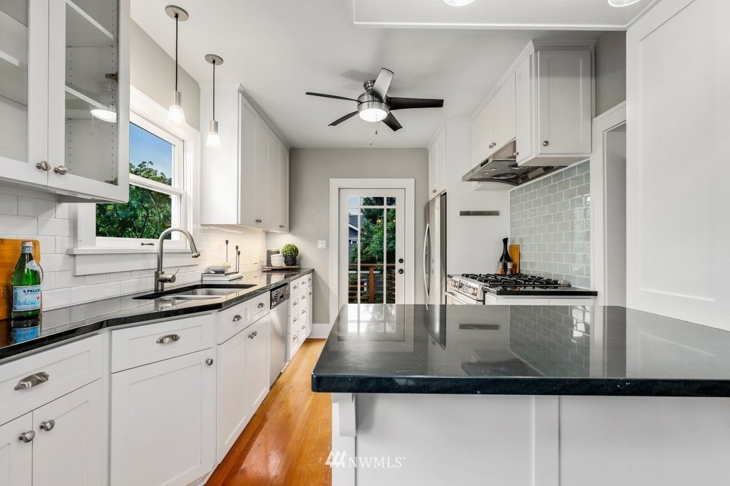 Sold Property | 819 NE 58th Street Seattle, WA 98105 10