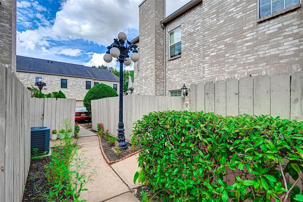 Option Pending   3062 Holly Hall Street Houston, Texas 77054 1