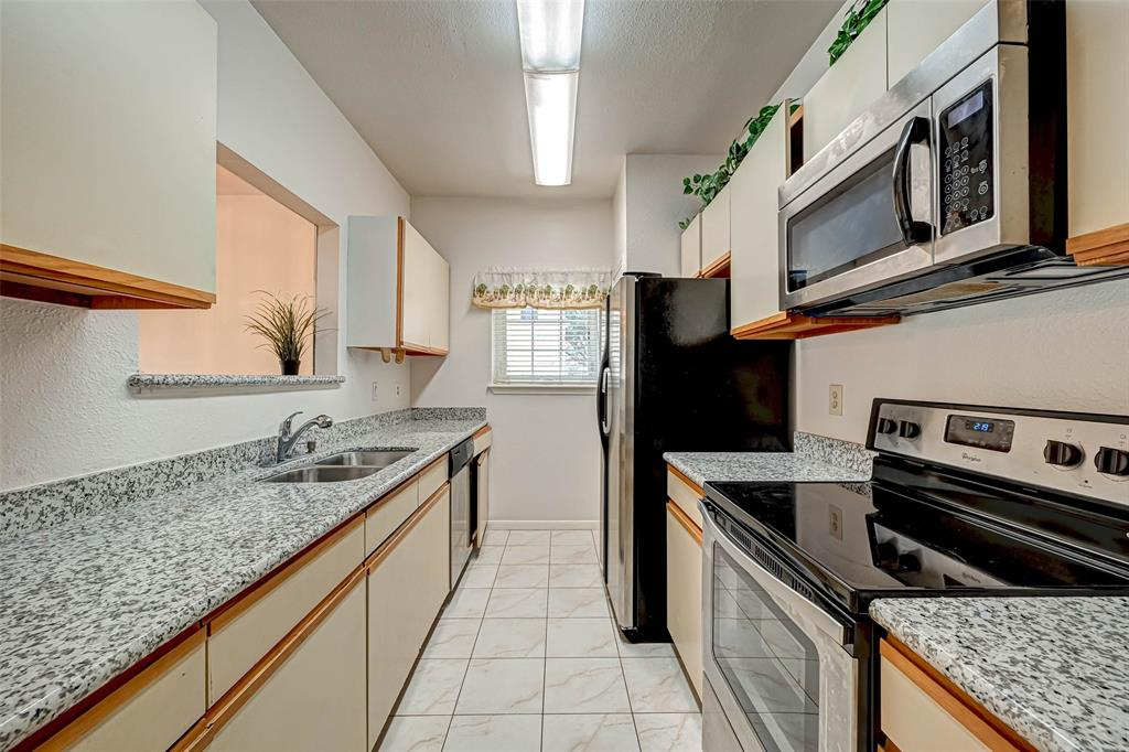 Option Pending   3062 Holly Hall Street Houston, Texas 77054 12