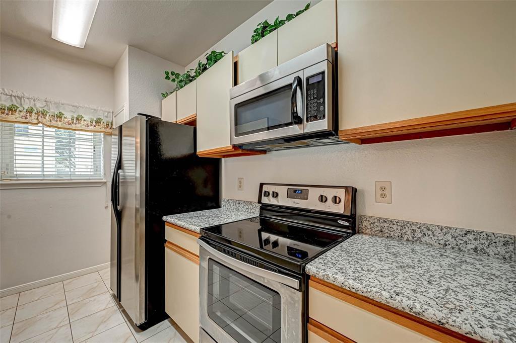 Option Pending   3062 Holly Hall Street Houston, Texas 77054 13