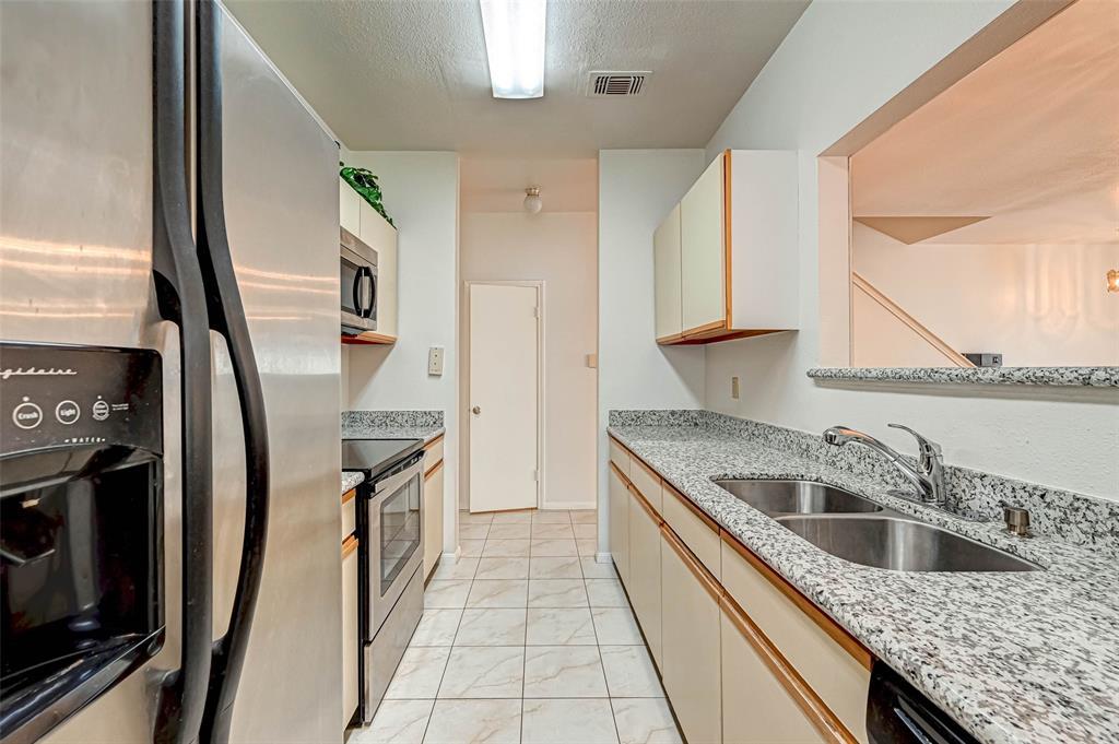Option Pending   3062 Holly Hall Street Houston, Texas 77054 17