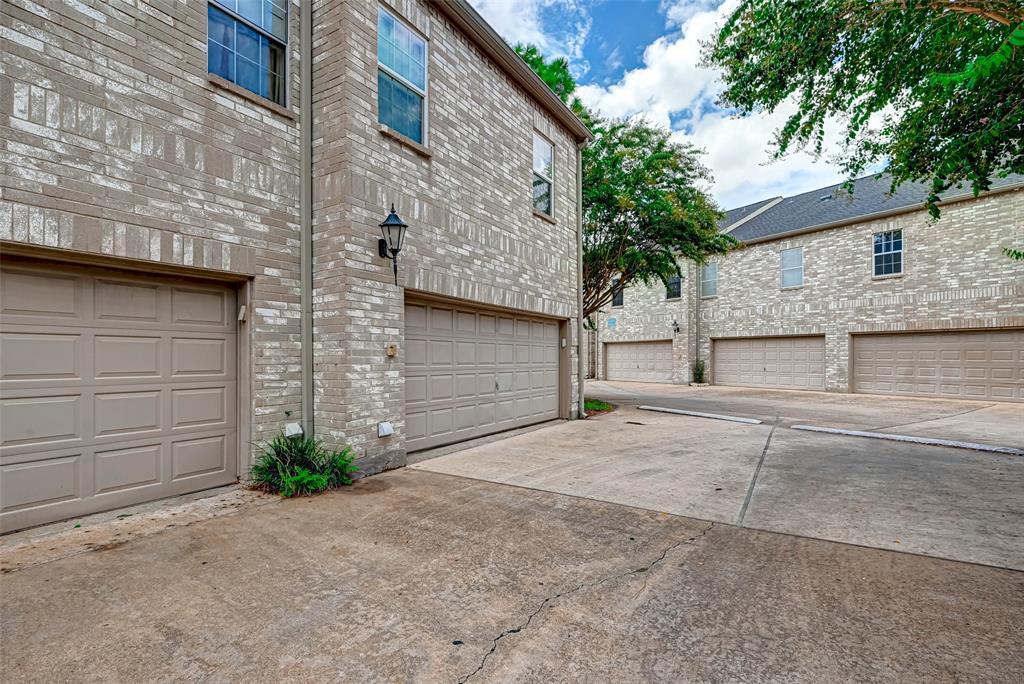 Option Pending   3062 Holly Hall Street Houston, Texas 77054 2