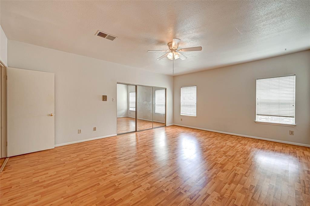 Option Pending   3062 Holly Hall Street Houston, Texas 77054 21