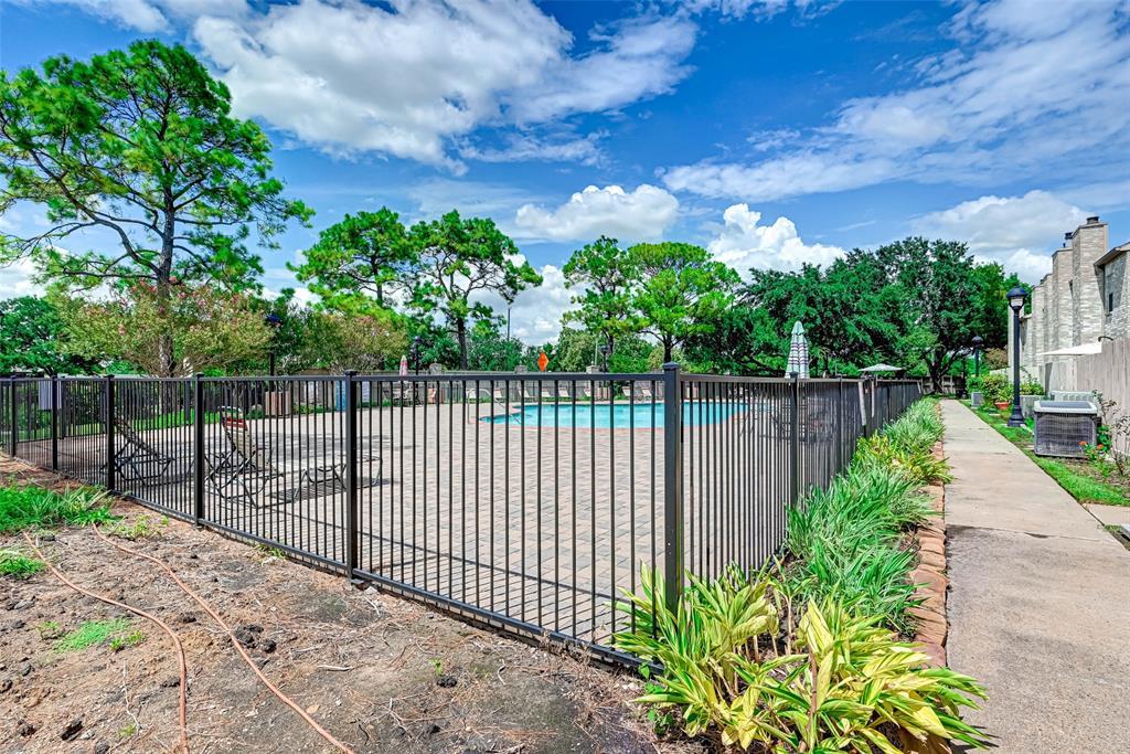 Option Pending   3062 Holly Hall Street Houston, Texas 77054 37