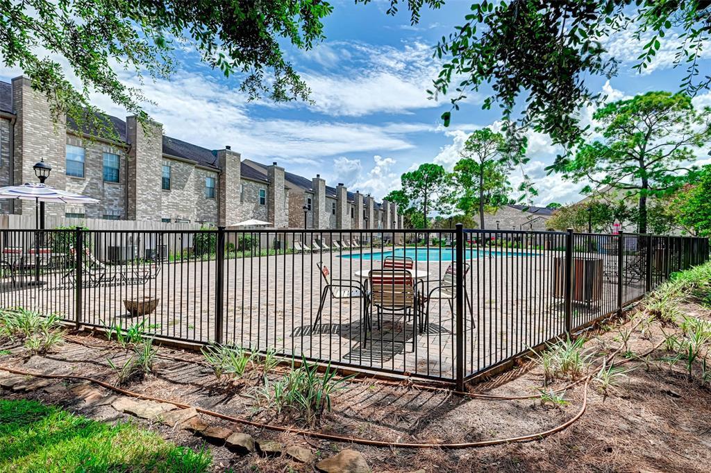 Option Pending   3062 Holly Hall Street Houston, Texas 77054 39