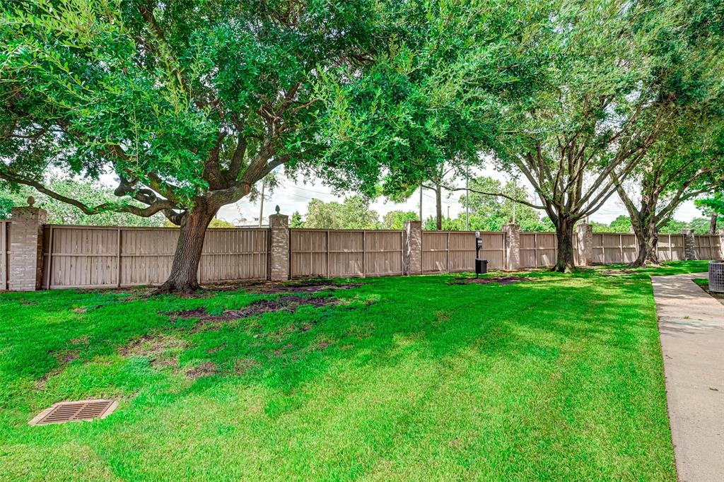 Option Pending   3062 Holly Hall Street Houston, Texas 77054 41