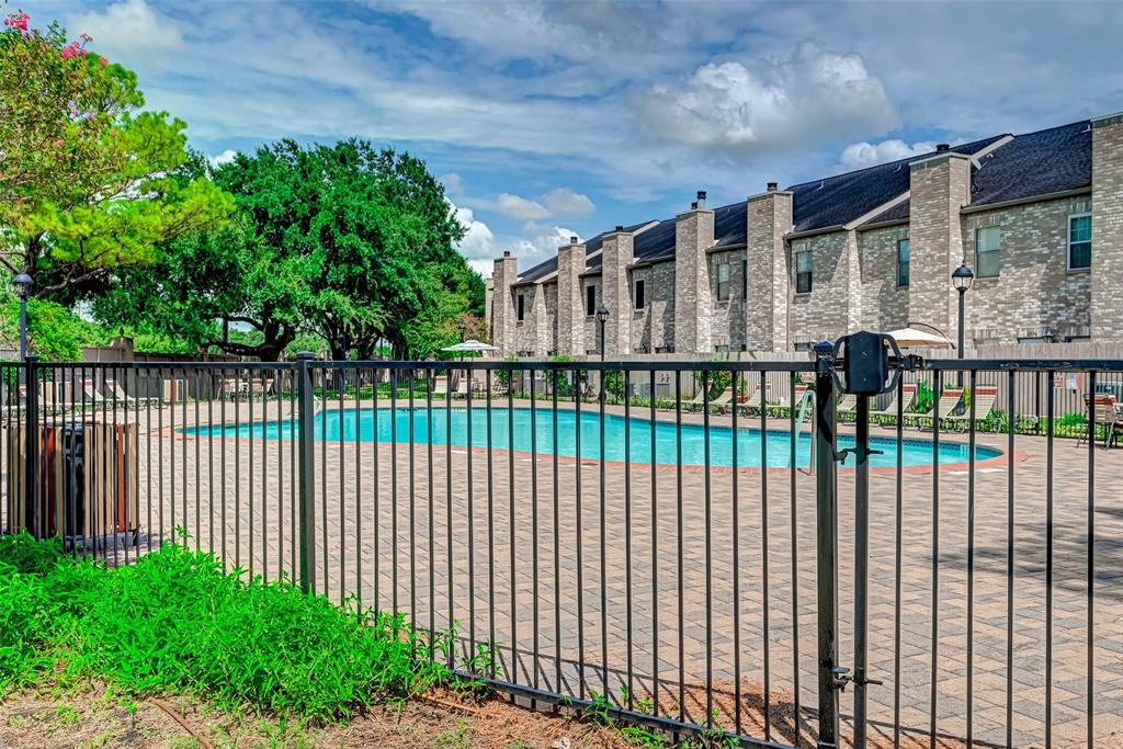 Option Pending   3062 Holly Hall Street Houston, Texas 77054 45