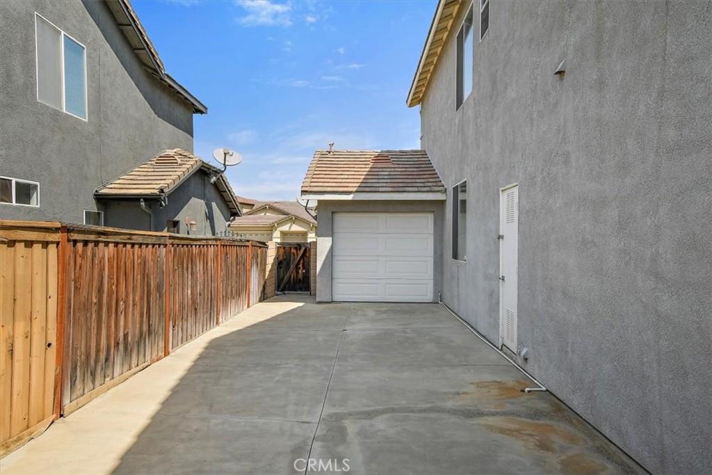 Pending | 13493 Pheasant Way Eastvale, CA 92880 38