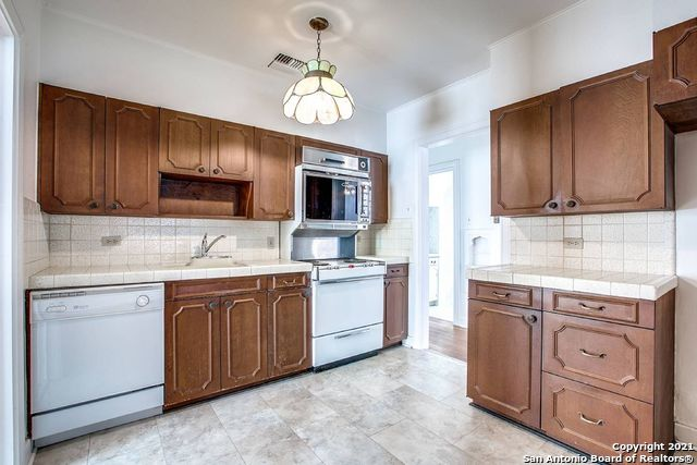 Active Option | 124 COLLEGE BLVD San Antonio, TX 78209 5