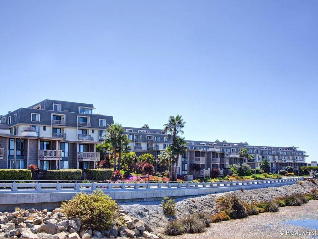 Pending | 999 N Pacific Street #B200 Oceanside, CA 92054 19