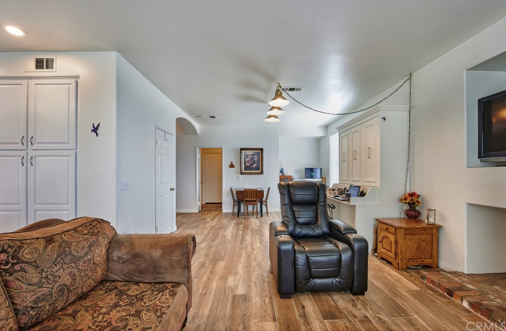 ActiveUnderContract   6090 San Felipe Court Rancho Cucamonga, CA 91737 19