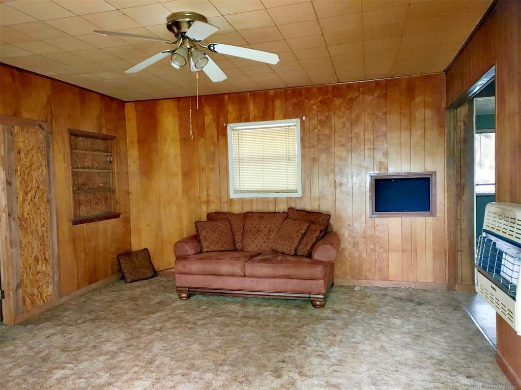 Off Market   209 N Mayes Street Locust Grove, Oklahoma 74352 2
