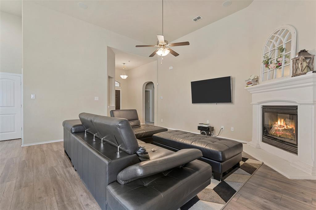 Pending | 708 Gold Hill Trail Fort Worth, Texas 76052 10