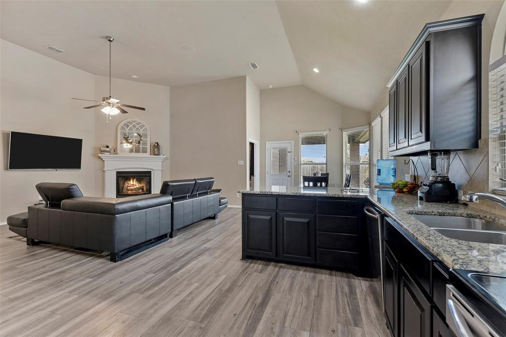 Pending | 708 Gold Hill Trail Fort Worth, Texas 76052 18