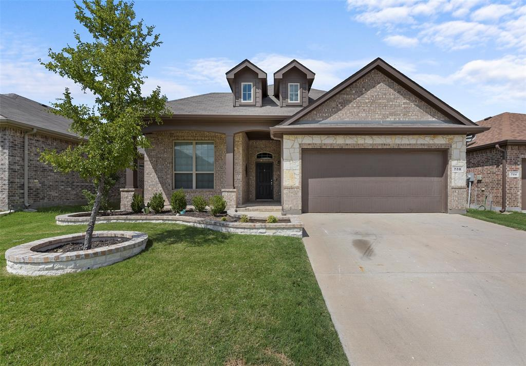 Pending | 708 Gold Hill Trail Fort Worth, Texas 76052 1