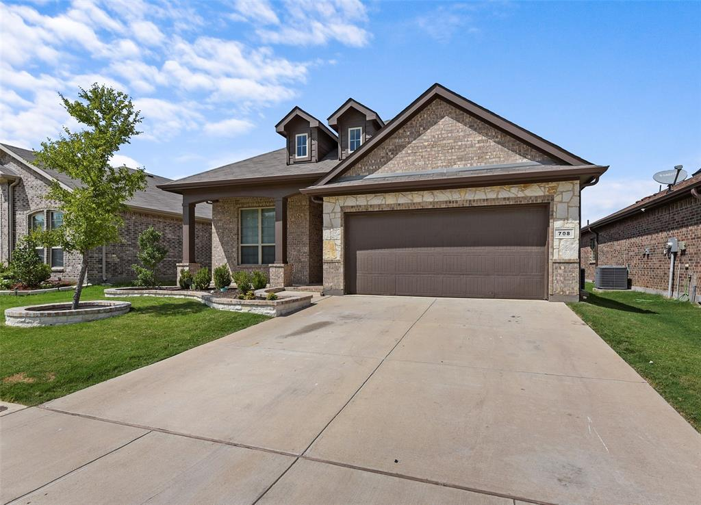 Pending | 708 Gold Hill Trail Fort Worth, Texas 76052 2