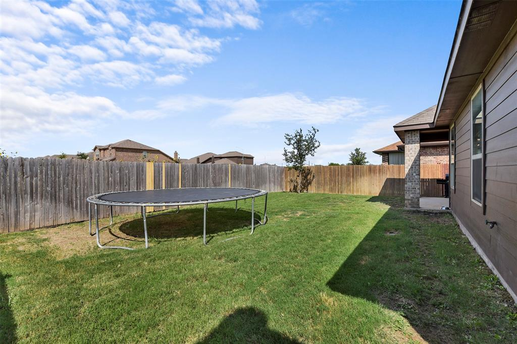 Pending | 708 Gold Hill Trail Fort Worth, Texas 76052 34