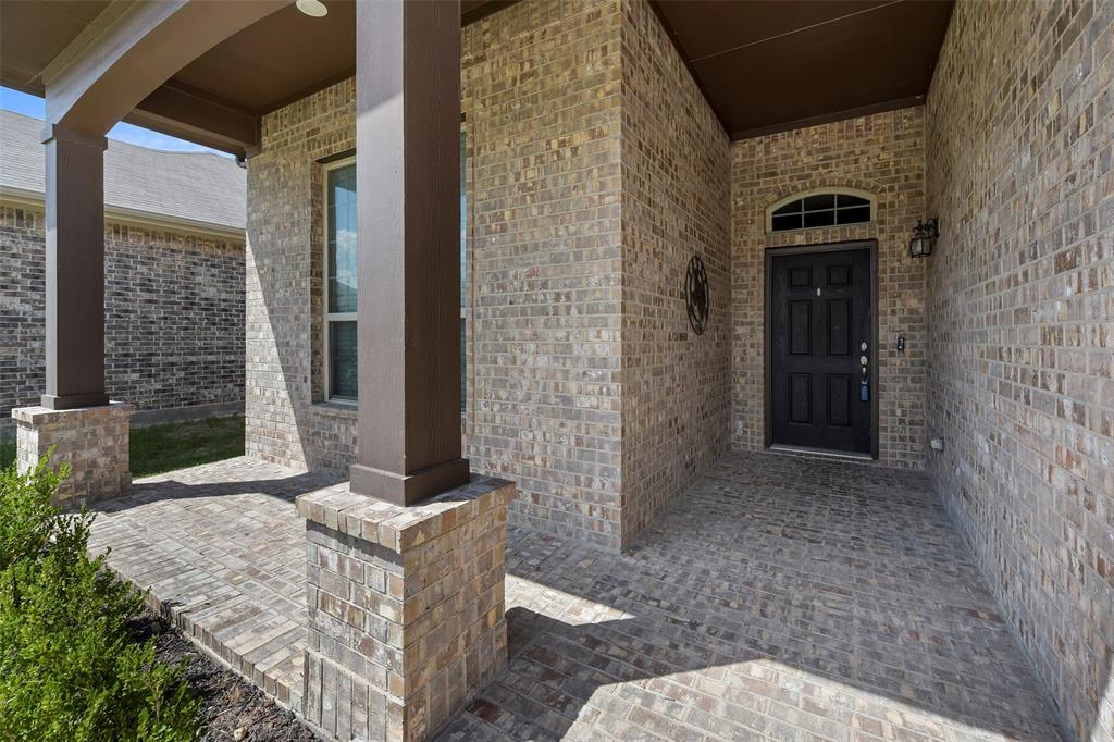Pending | 708 Gold Hill Trail Fort Worth, Texas 76052 4