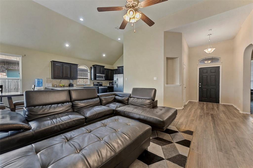 Pending | 708 Gold Hill Trail Fort Worth, Texas 76052 6